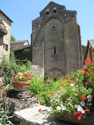 La visite guidée de St-Grégoire mène jusqu'à l'église du XIe siècle.