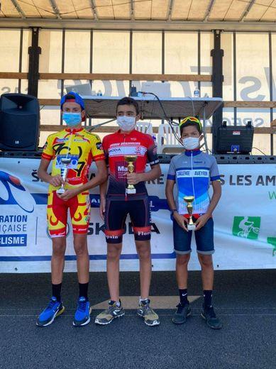Le podium des minimes, Gabriel Layrac, au centre, le vainqueur.