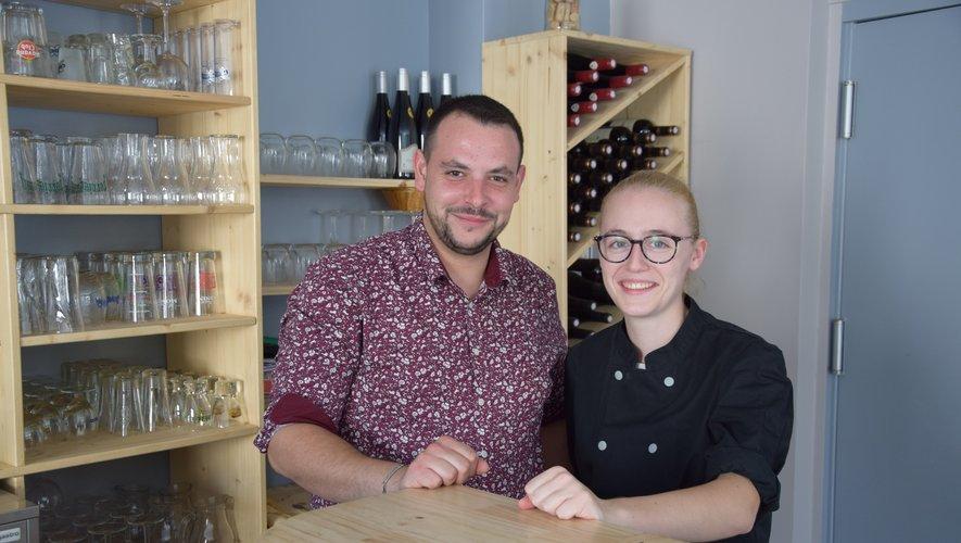 Le gérant Tomy Hicks et la cuisinière Coline Villano.
