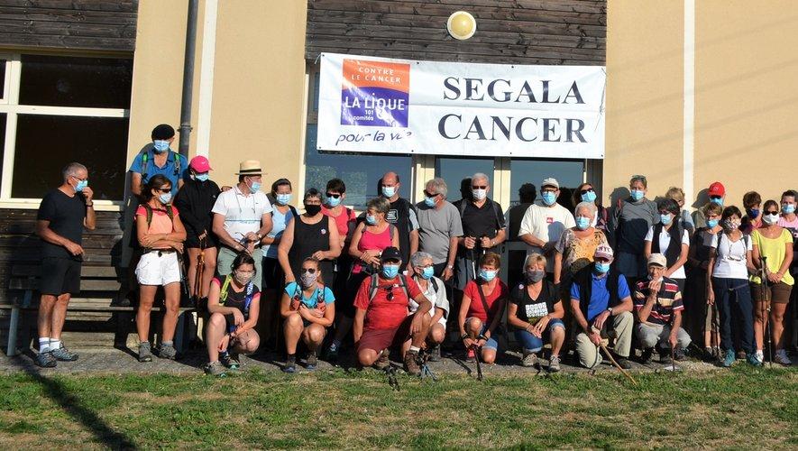 Une centaine d'amateurs de randonnée s'était donné rendez-vous pour cette marche solidaire.