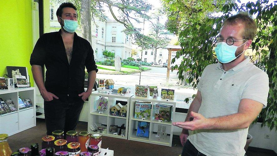 Quentin Bourdy et Gabriel Fablet se réjouissent de l'augmentation de l'activité de la boutique de l'Office.