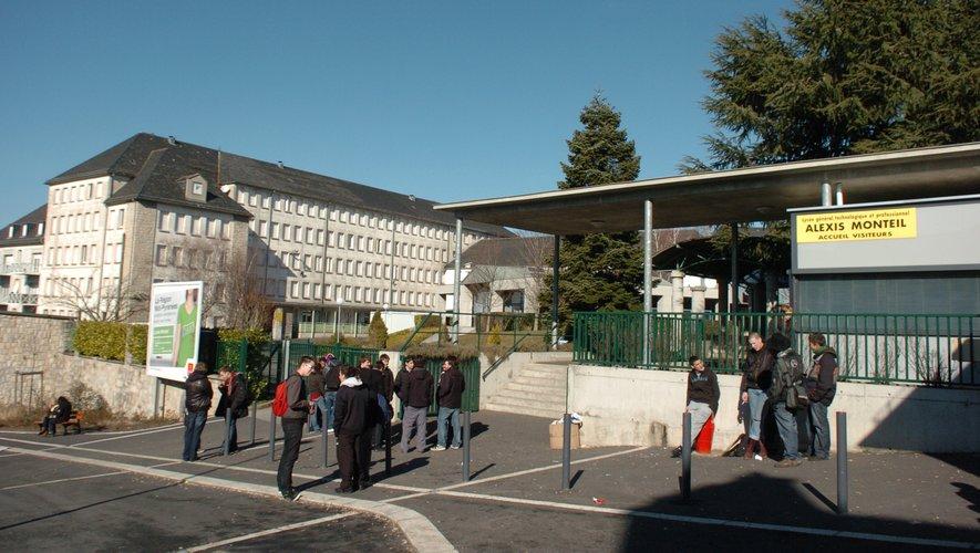 Deux classes de BTS du lycée Monteil de Rodez fermées pour sept jours.