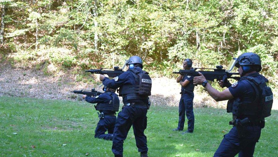Stage de recyclage aux armes d'assaut pour les policiers