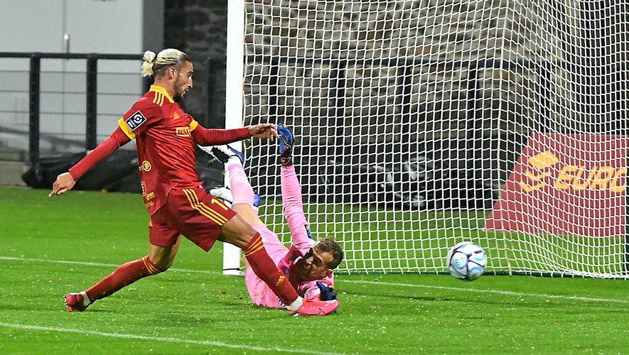82e minute : Ugo Bonnet s'arrache pour glisser le ballon au fond des filets et donne r la victoire à Rodez.