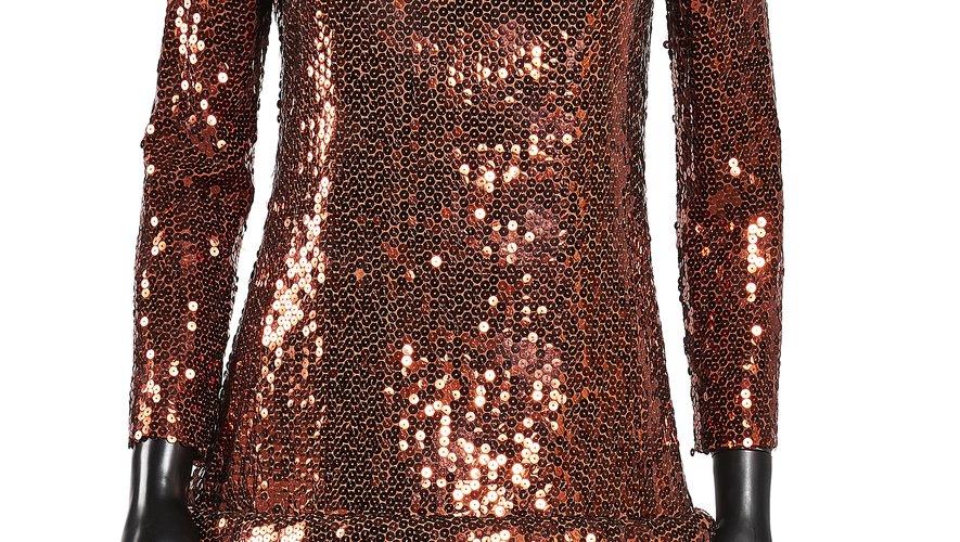 Pierre Cardin. Ensemble pailleté cuivré : Tunique + Pantalon. Estimation : 250 – 450 euros.