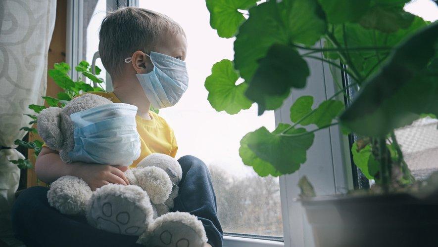 Les taux de létalité par tranche d'âge (nombre de morts sur le nombre réel d'infections) étaient de 0,003% (0-19 ans), 0,02% (20-49 ans), 0,5% (50-69 ans) et 5,4% (70 ans et plus).