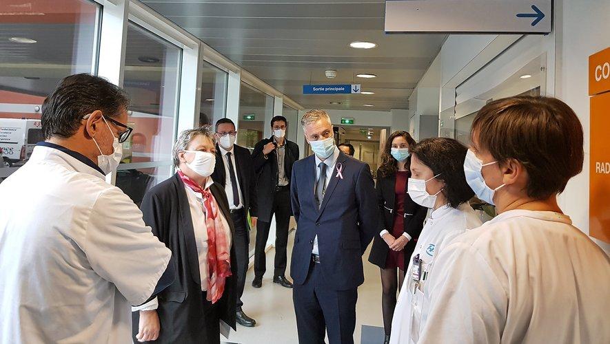 Au cours de la visite dans les pôles médicaux.