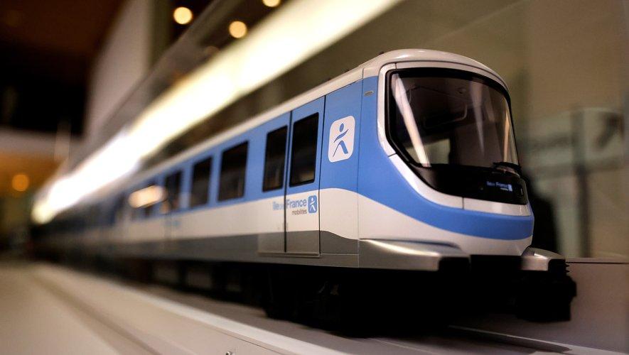 Le métro du Grand Paris ne roulera pas avant 2024, mais on peut déjà en avoir un avant-goût en visitant un quai d'une station modèle avec une maquette d'un bout de rame grandeur nature.