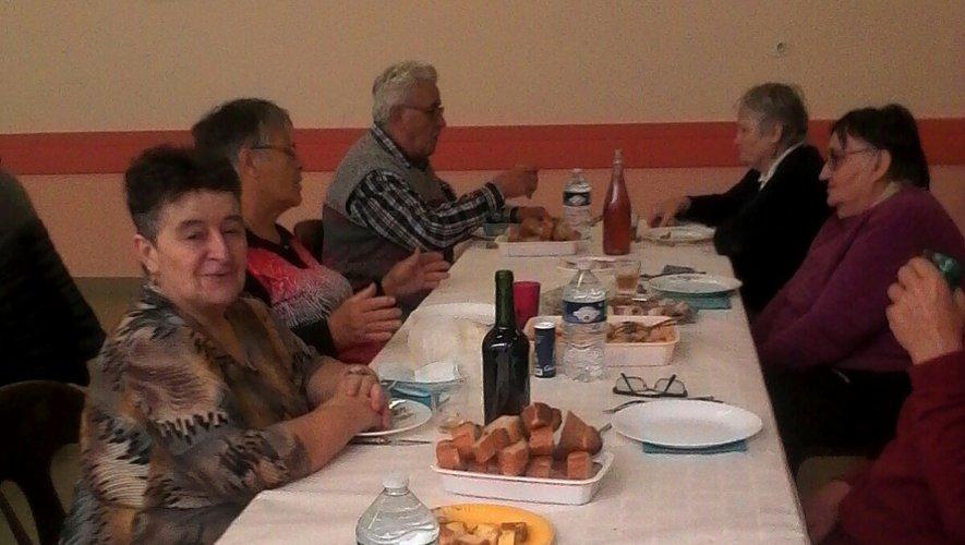 Quarante-quatre adhérents et sympathisants du club de l'amitié se sont retrouvés à la salle des fêtes.
