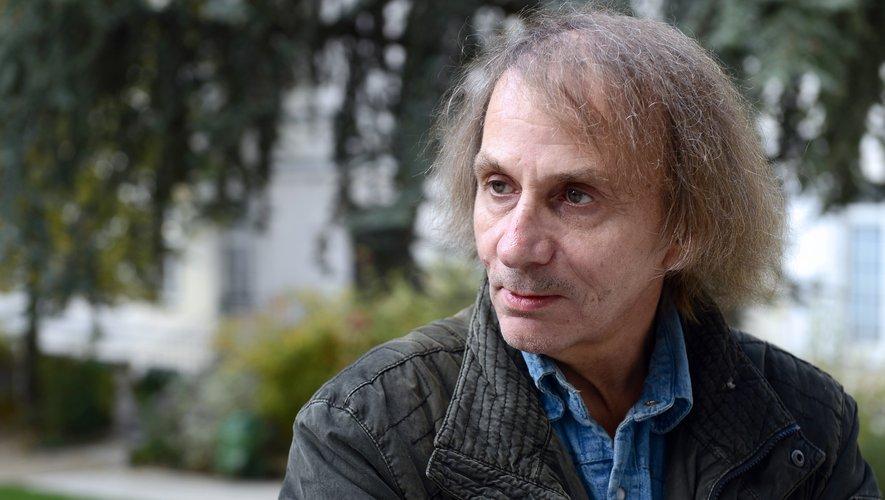 """Michel Houellebecq est de retour en librairie mercredi avec un recueil d'essais et prises de position diverses, """"Interventions 2020""""."""