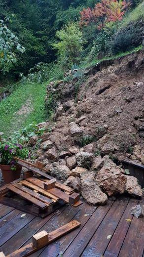 La tempête a provoqué un éboulement sur la terrasse de la maison d'Alizée.