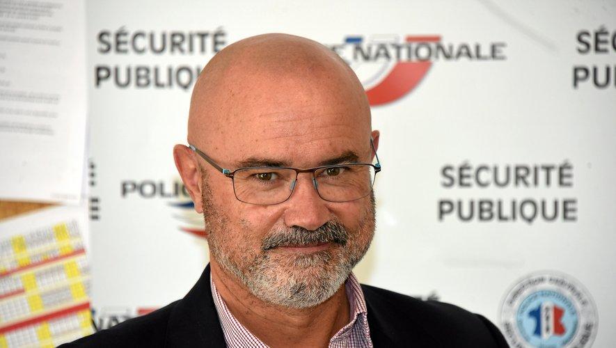 Patron de la police à Rodez, Millau et Decazeville, le commissaire divisionnaire Loïc Jezequel, 54 ans, est marié et père de trois enfants.
