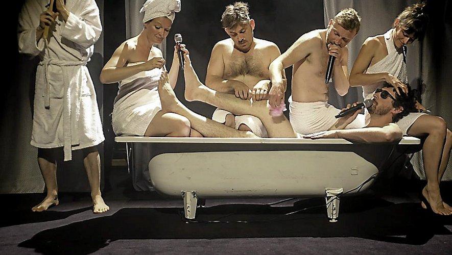 Du théâtre samedi à Villefranche-de-Rouergue avec « Shower Power » joué par la Compagnie Autour de Peter.