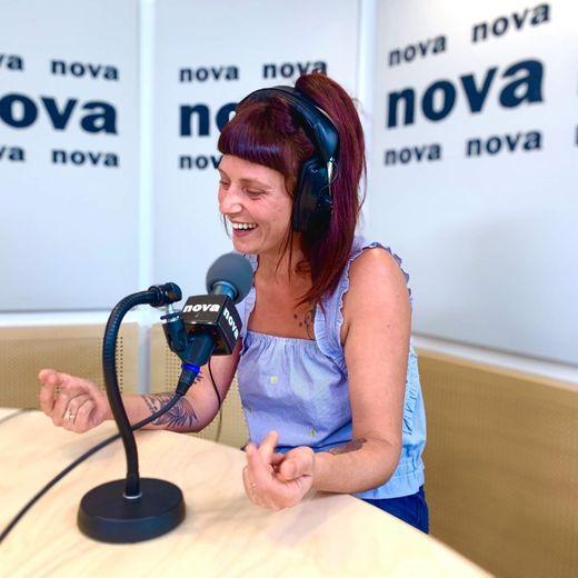 Jeanne Lacaille anime plusieurs émissions sur Radio Nova, dont Nova Lova en direct du lundi au vendredi, de 13 heures à 17 heures.