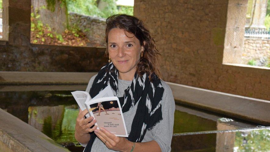 """C'est chez sa sœur à Agen-d'Aveyron, à deux pas du lavoir du village, qu'Angélique Garcia a écrit une bonne partie de son premier livre, intitulé """"Quand il fait nuit dans le ciel"""", sorti le 2 juin dernier aux éditions KAplume."""