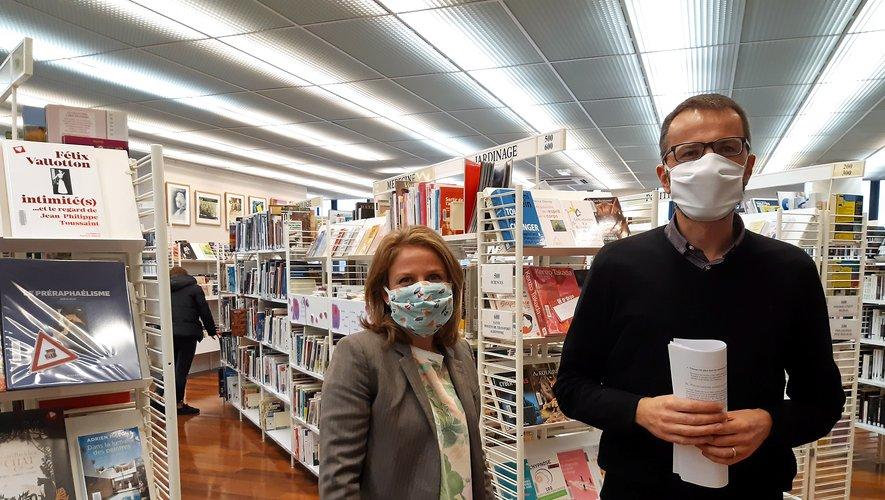 Sarah Vidal et Jérôme Palis œuvrent pour maintenir le lien entre la population et la médiathèque.