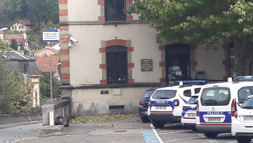 L'homme a été placé en garde à vue au commissariat de Decazeville