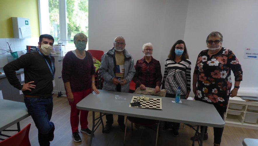 Les bénévoles vont initier les enfants au jeu d'échecs