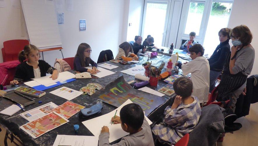 Les enfants se laissent aller à la peinture à partir du monde imaginaire de Paul Klee