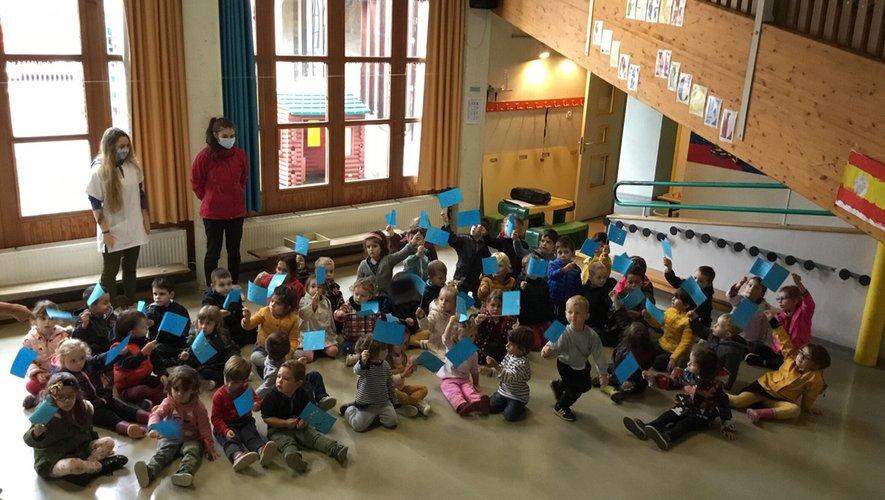 Une initiation à l'international pour les petits de la maternelle.
