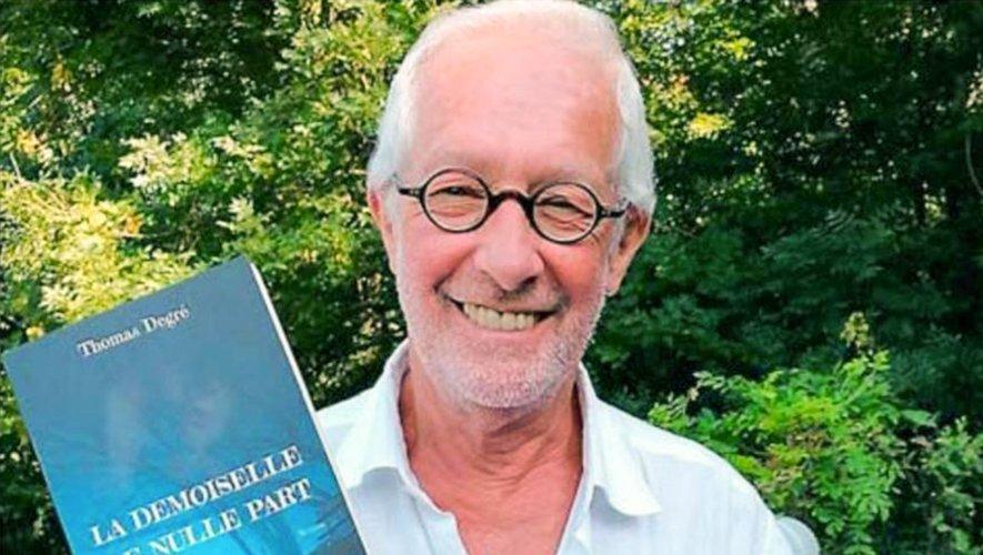 L'auteur présente son dernier roman.