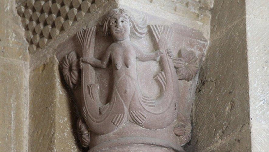 La conférence de Jean Wirth est reportée.  Détail du chapiteaux des tribunes de l'abbatiale Sainte Foy, la sirène.