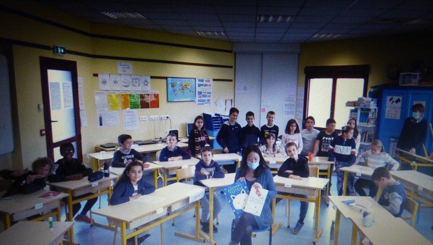Agnès Domergue et les CM en classe présentent leur Haïkus