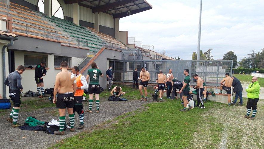 Les joueurs de l'Hvar se sont changés devant la tribune.