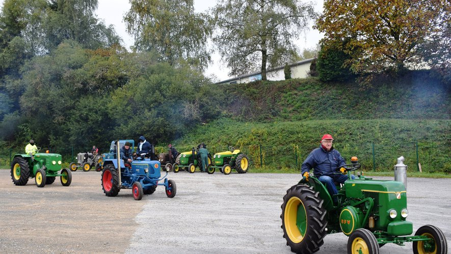 Les vieux tracteurs en balade