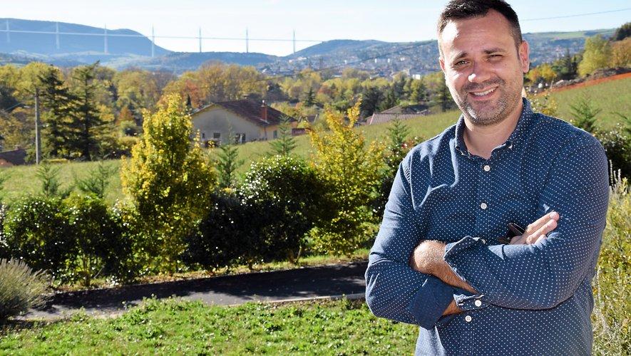 Même s'il travaille à Montpellier, Guillaume Fritschy a fait le choix de rester vivre à Millau. Dans le quartier qui lui est cher de la Pomarède (il a grandi là), au pied de la Pouncho d'Agast, avec une vue imprenable sur le viaduc.