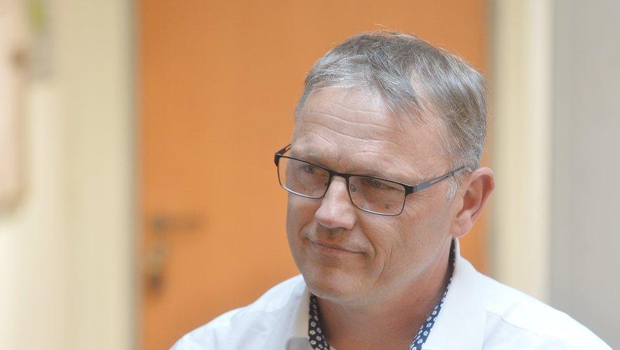 Membre de l'opposition municipale à Millau, il reste très attaché à sa profession.