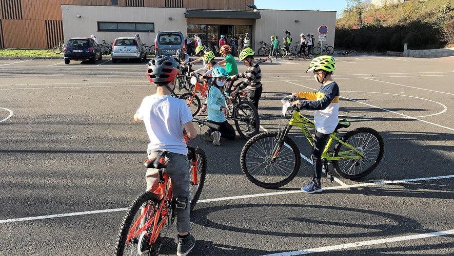 Les enfants de l'école Saint-Viateur ont participé à la première journée de Savoir rouler à vélo.