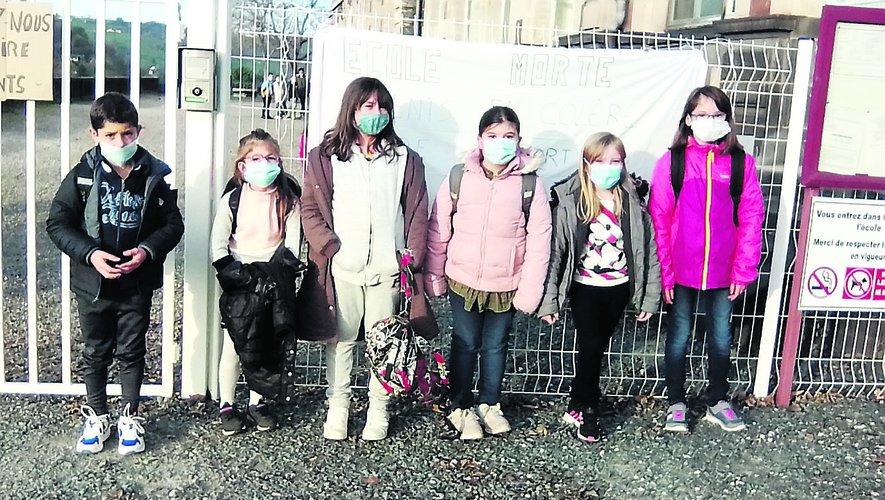 Les enfants assurent qu'il leur est difficile de supporter le masque toute la journée.