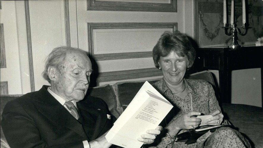 Maurice Genevoix, ici en 1979, aux côtés d'Antonine Maillet, lauréats du Prix Goncourt.