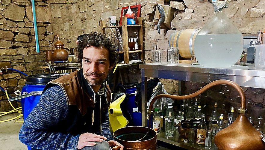 Adrien Compain exploredes épices locales et du monde dans ses breuvages.