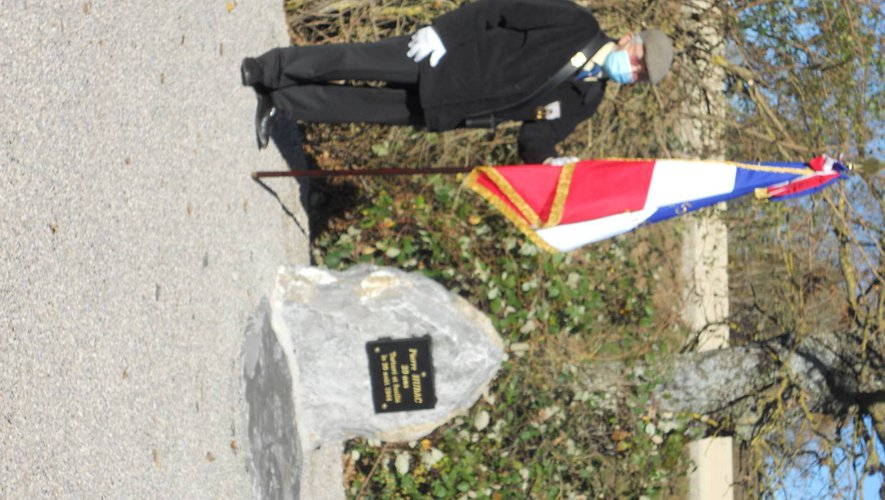 La nouvelle stèle est installée en bordure de la RD 911.