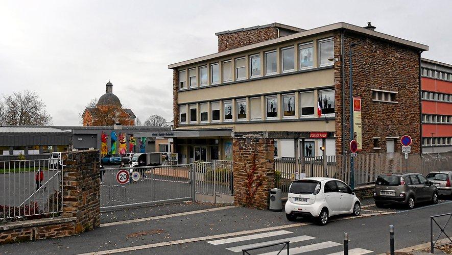La Région ambitionne que tous les lycées d'Occitanie, dont Ferdinand Foch à Rodez, soient équipés de clôtures périphériques, d'un système de vidéoprotection des accès, de contrôles d'accès, et d'un plan particulier de mise en sécurité mis à niveau.