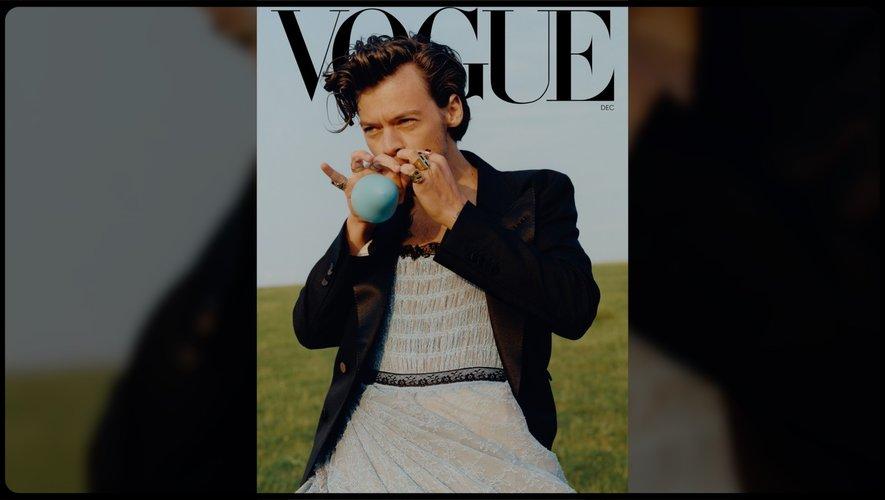 Paris Modes Insider revient cette semaine sur le Vogue américain qui a fait poser un homme seul pour la première fois en couverture : Harry Styles.
