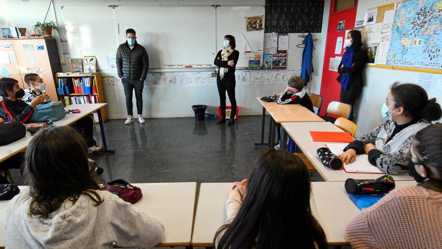 Thibaut Noël est passé dans quatre classes de 3e et une de 4e pour parler du Covid-19 et de sa convalescence.