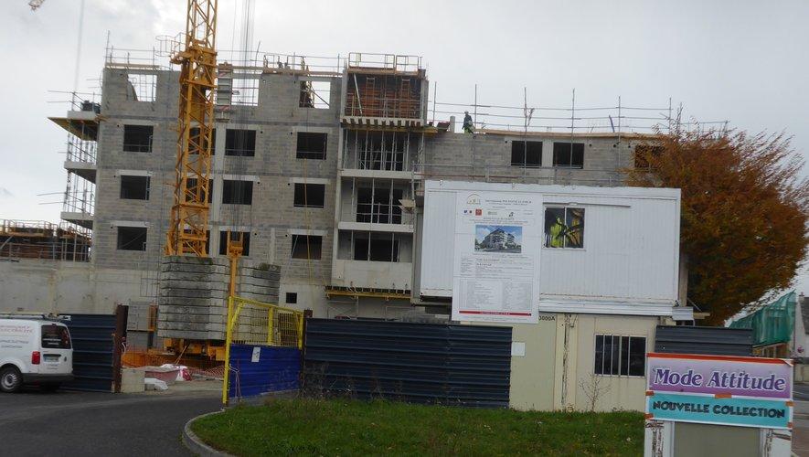 Les ouvriers de l'entreprise Andrieu Construction réalisent le gros oeuvre.