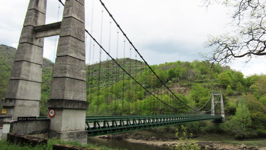 Le pont suspendu de Phalip repeint en vert en 2006