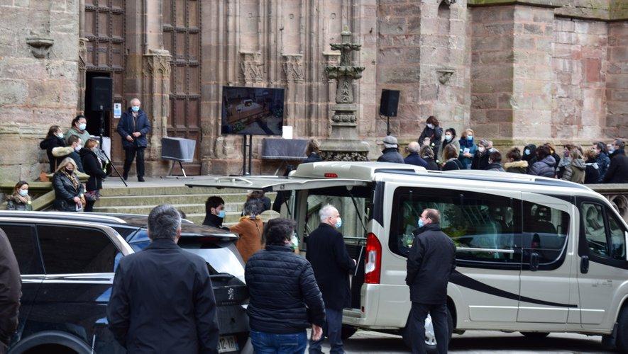 De nombreuses personnes se sont réunies pour rendre un dernier hommage Denis Saules.