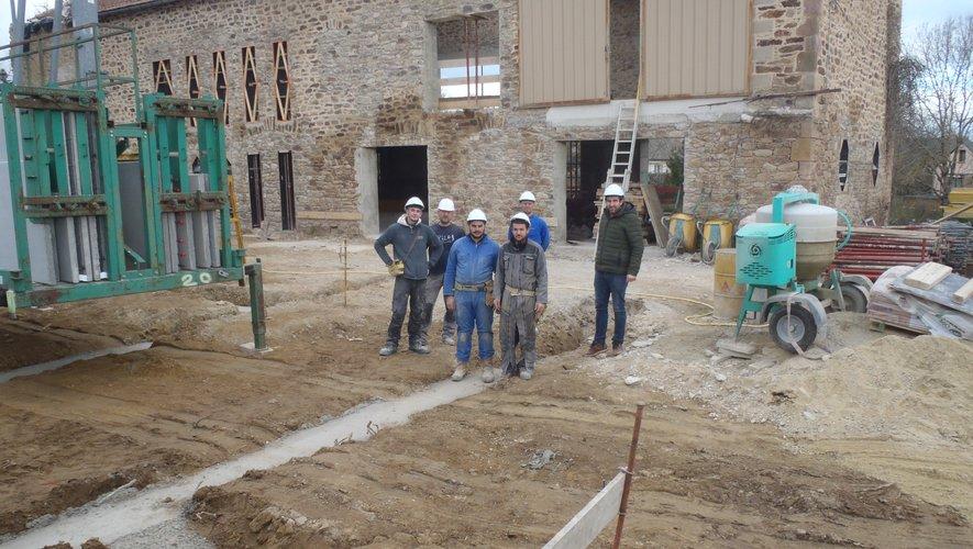 L'équipe avec leur responsable sur  le chantier.