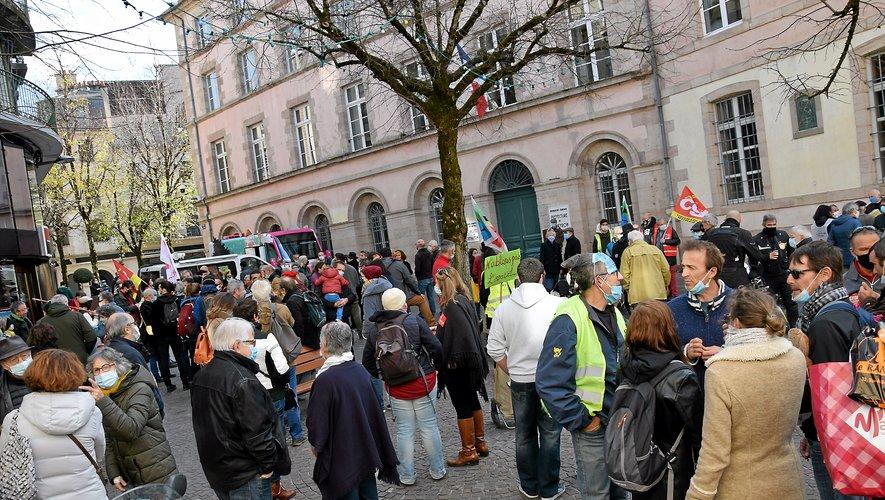 Il y avait du monde dans les rues… et pour manifester,  samedi matin à Rodez.