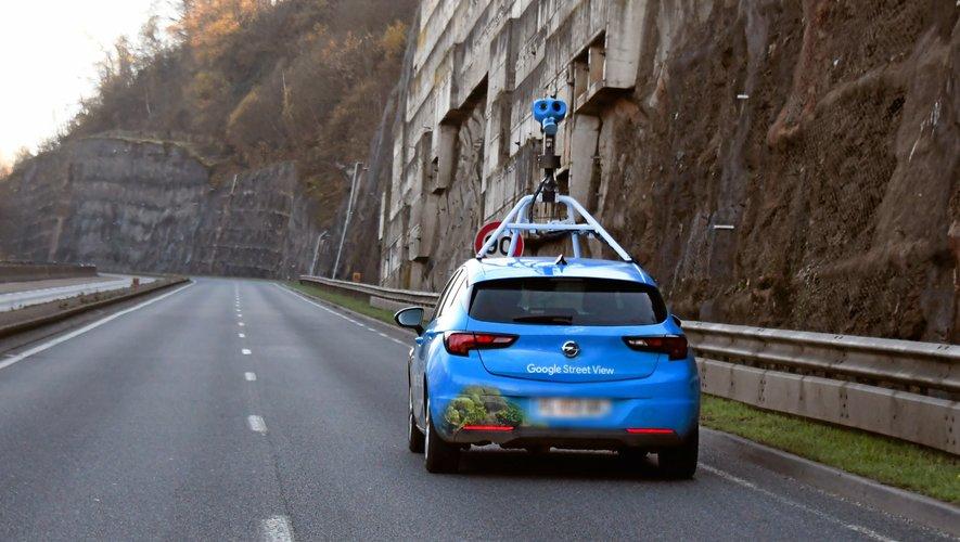 La voiture Google suprise ce lundi sur la rocade de Rodez.