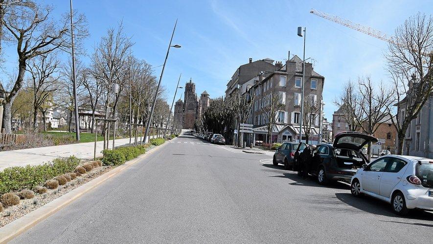 L'aménagement du côté droit montant de l'avenue Victor Hugo a été revu afin de le rendre un peu plus végétal.