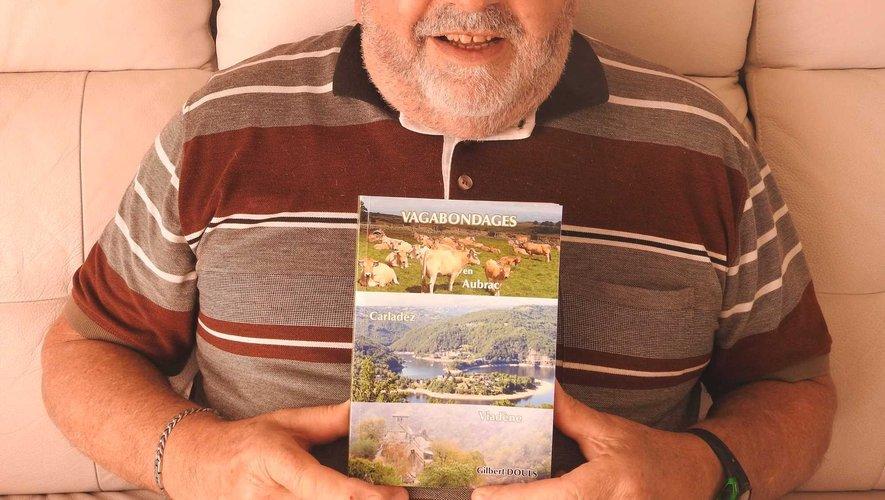 """Après """"le panorama du football"""" et """"Nostalgies et destins d'Aveyron"""", Gilbert Douls revient avec son nouvel ouvrage """"Vagabondages"""" en séance de dédicace à la Librairie Insolite."""