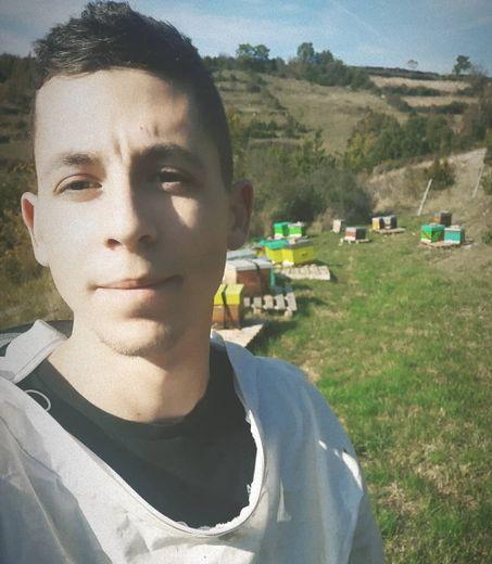 Jeune entrepreneur passionné, il vient de lancer sa marque Occimiel composée à 90 % de miels aveyronnais.