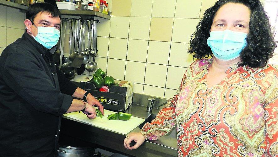 Cécile et Paton préparentles fêtes.