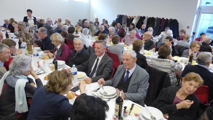 Les aînés lors du repasde fin d'année 2019 à Noël.